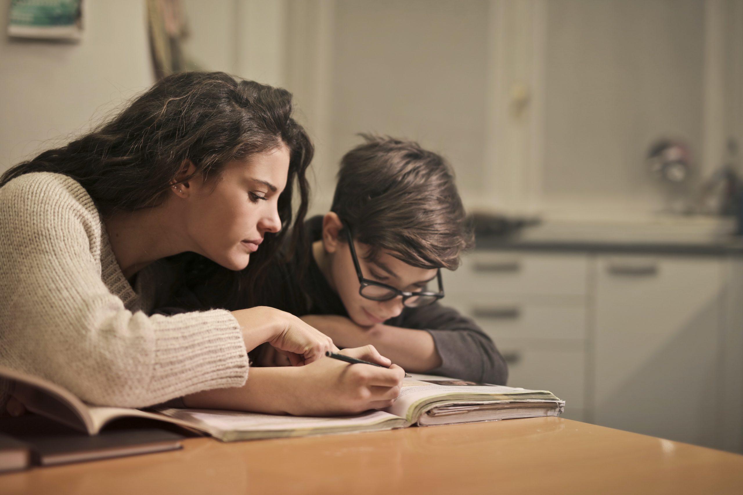 ITB Wiesbaden - Publikation - Corona: Homeschooling und Homeoffice: Besondere Belastungen für Eltern
